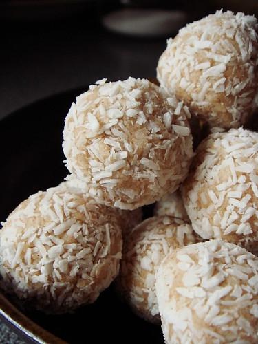 Gluten-Free No-Bake Coconut Snowballs