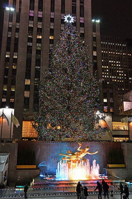 rockefeller_center_christmas_tree_2012