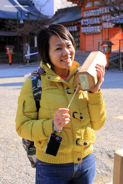 yasaka shrine fortune telling