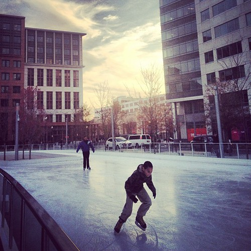 335/366: Getting their skate on