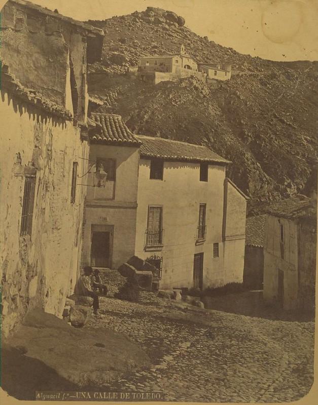 Plaza de los Tintes hacia 1875. Fotografía de Casiano Alguacil © Museo del Traje. Centro de Investigación del Patrimonio Etnológico. Ministerio de Educación, Cultura y Deporte