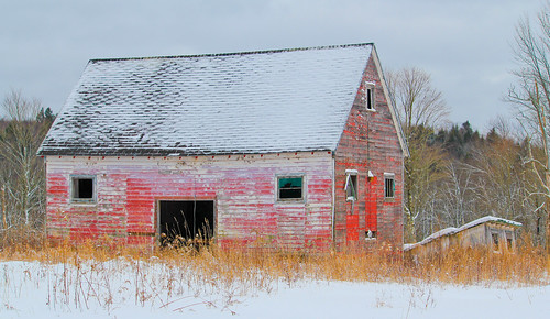 snow abandoned barn shed canon55250mmislens