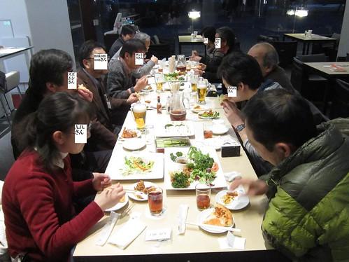 情報交換会で会食、談笑 2013年1月13日 by Poran111