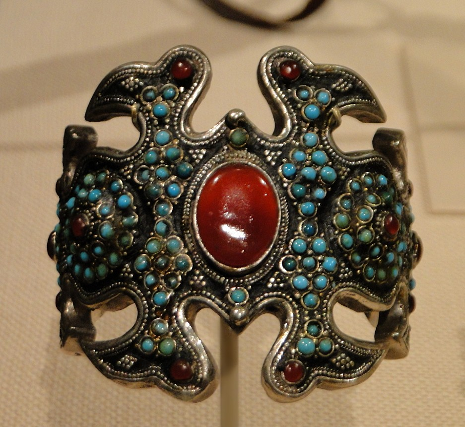 04 1j13_6284 armlet Turkmen jewelryMetropolitan Museum ofArt