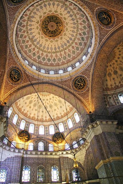 Interior of Yeni Cami, Istanbul, Turkey イスタンブール、イェニ・モスク内装
