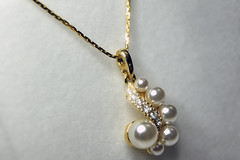 pearl(1.0), jewellery(1.0), gemstone(1.0), chain(1.0), necklace(1.0),