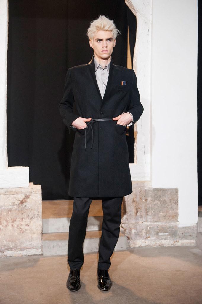 FW13 Paris Gustavolins008_Maxim Mitrofanov(fashionising.com)