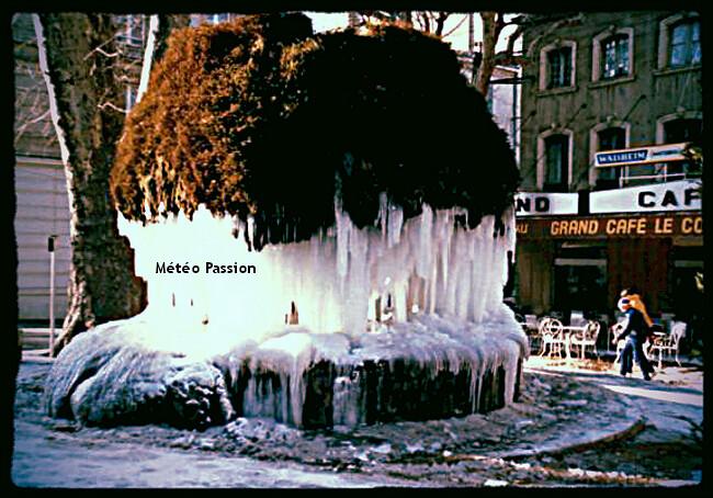 fontaine moussue de Salon de Provence gelée lors de la vague de froid de janvier 1985 météopassion