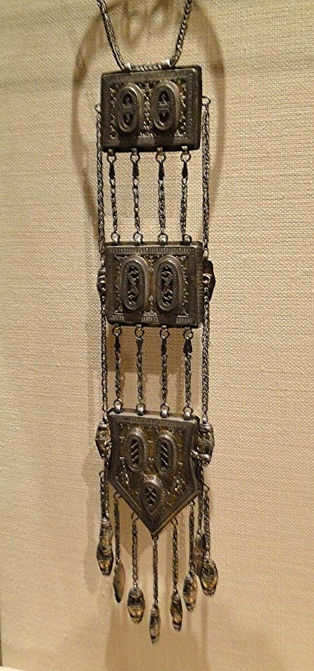 04 1j13_6269 tripartite pectoral lacquerTurkmen jewelryMetropolitan Museum ofArt