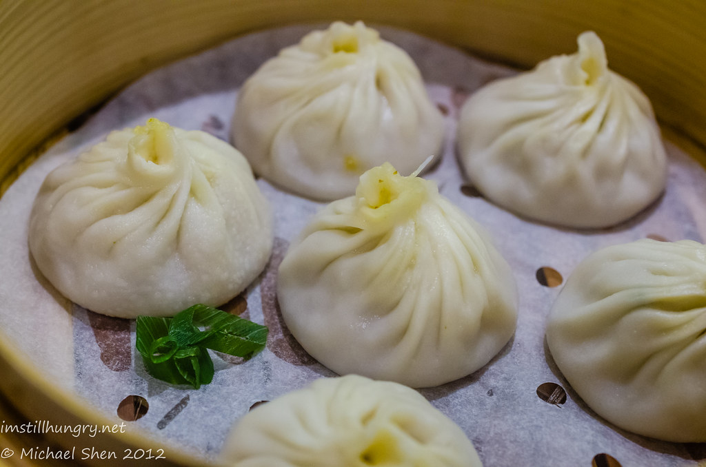 Taste of Shanghai Curry crab meat/beef & basil xiao long bao