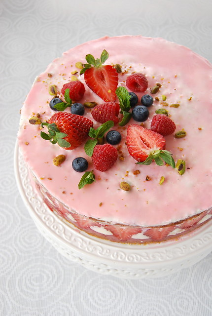 Strawberry Cake a-la Frasier