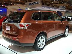 automobile(1.0), automotive exterior(1.0), sport utility vehicle(1.0), vehicle(1.0), compact sport utility vehicle(1.0), mitsubishi outlander(1.0), crossover suv(1.0), mitsubishi(1.0), land vehicle(1.0),