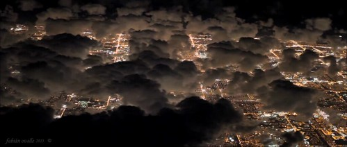 Vuelo nocturno sobre la ciudad (Night flight over the city)
