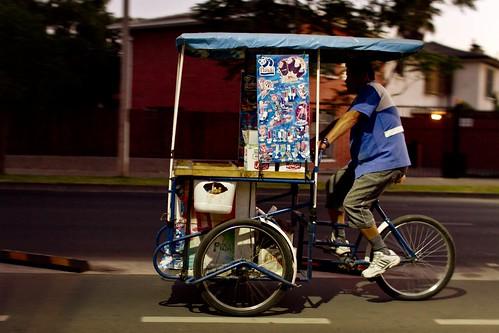 Vendedor de helados de regreso a casa