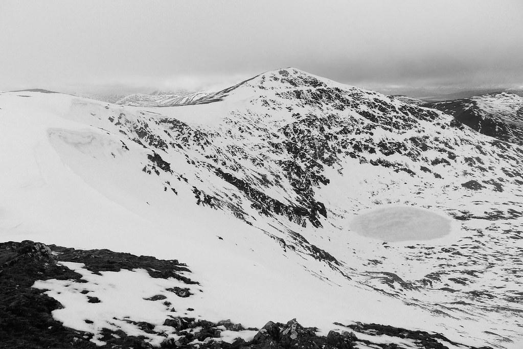 Cornicing on the ridge to Stuchd an Lochain