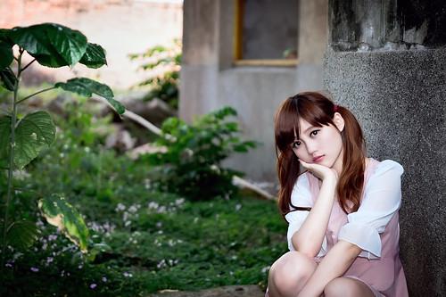 [フリー画像素材] 人物, 女性 - アジア, 頬杖, 台湾人 ID:201304011400