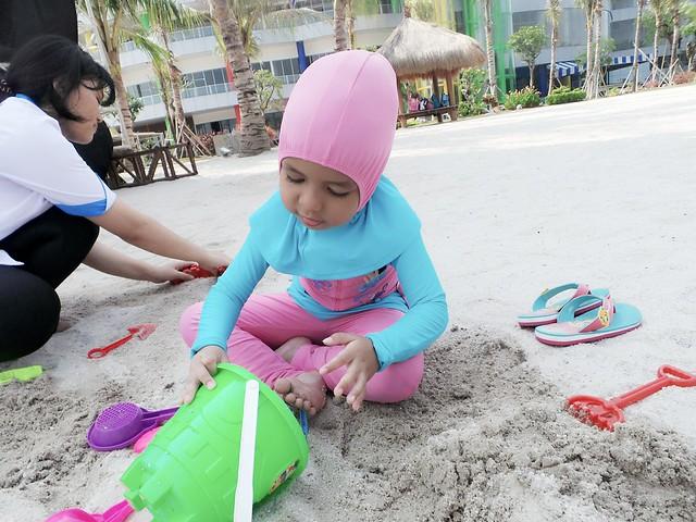 Siram air di pasir