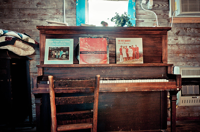 Piano in the Crossroad Shack - The Shack Up Inn - Clarksdale, MS | PopArtichoke