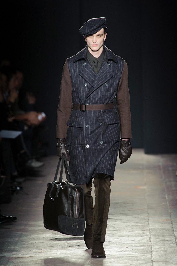 FW13 Milan Daks017_Robert Laby(fashionising.com)