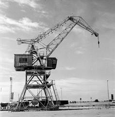 port(0.0), petroleum(0.0), mast(0.0), vehicle(1.0), construction equipment(1.0), oil field(1.0),