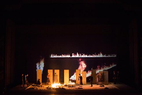 Nabucco (Act II, Scene I). Photo: Rudy Amisano
