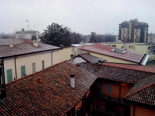 Nevica tra villa Borromeo e il grattacielo by Ylbert Durishti