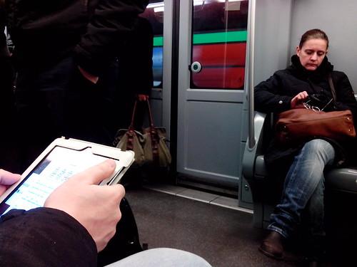 Tempi di touch screen in metro by Ylbert Durishti