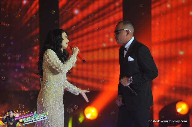 Rossa & Joe Flizzow in a duet - Katakan - premiering 1st on ntv7 Bella Awards