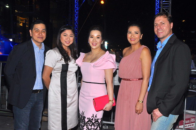 Ben Chan, Mayor Lani Cayetano, Kris Aquino, Zsa Zsa Padilla, and Simon Nankervis, (AEO VP for International Franchising and Global Business Dev't)