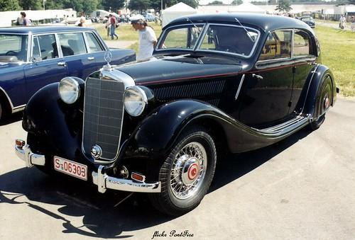 1939 Mercedes-Benz 320 W142/II Stromlinien-Limousine