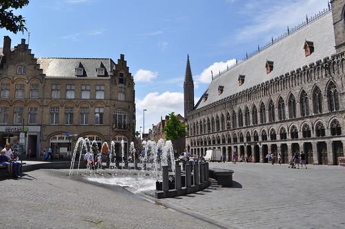 2012.06.30.345 - IEPER - Grote Markt - Lakenhalle van Ieper