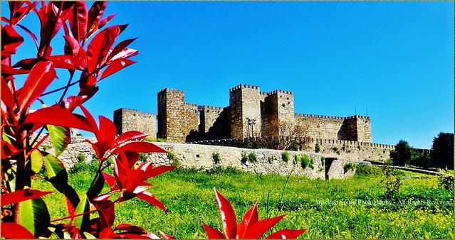 Espanha – O Castelo de Trujillo é um incontornável símbolo do heroísmo e da resistência dos povos que por aqui passaram ao longo dos séculos. Uma fortaleza que chegou aos nossos dias num perfeito estado de conservação.