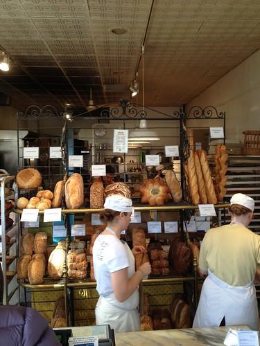 右邊是麵包