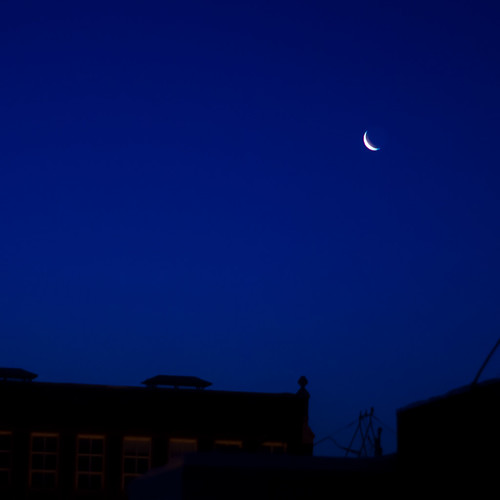morning blue sky moon last sunrise 50mm plateau montreal quarter f2 50 mileend smc cresent