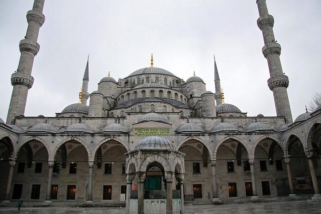 The Blue Mosque, Istanbul, Turkey イスタンブール、ブルーモスク外観