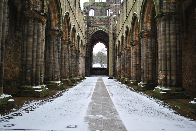 Snow at Kirkstall Abbey