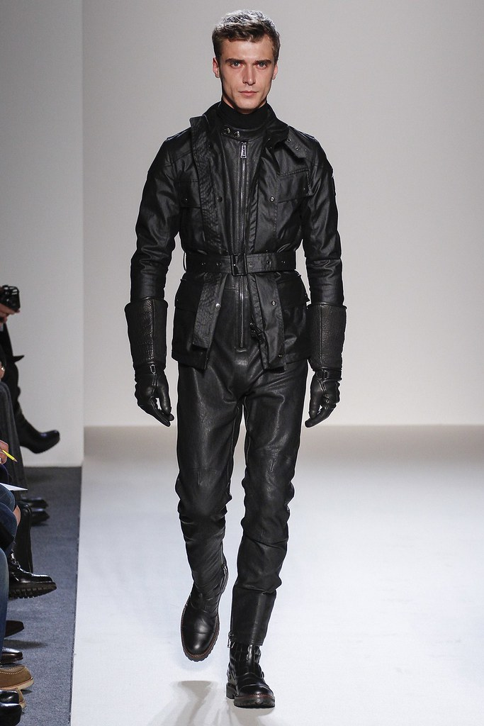 FW13 Milan Belstaff002_Clement Chabernaud(VOGUE)