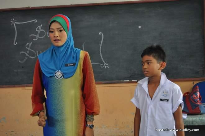 tegas...watak Cikgu Imah Salimah