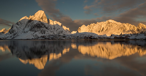 sea mountains norway reflections lofoten