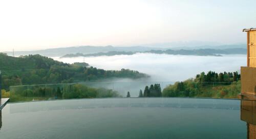 棚田・雲海が絶景!まつだい芝峠温泉「雲海」