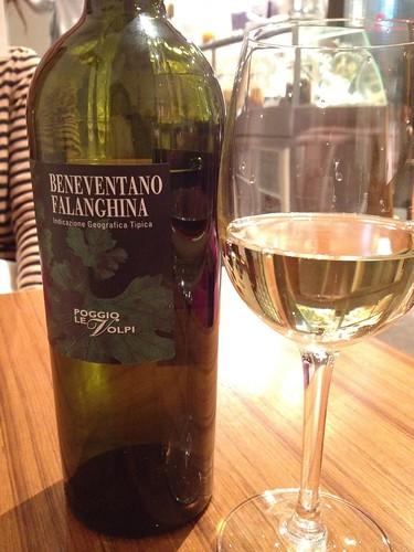 飲み物はイタリアワインで。ベネヴェンターノ・ファランギーナ @アリアニコ