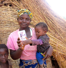 Mother and daughter holding Kit Yamoyo