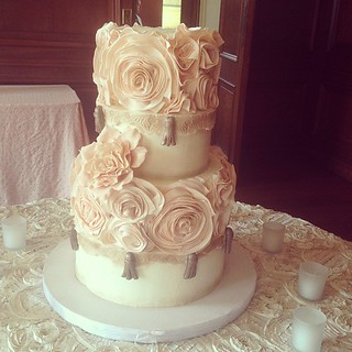 Antique rosé wedding cake #polkadotscupcakefactory