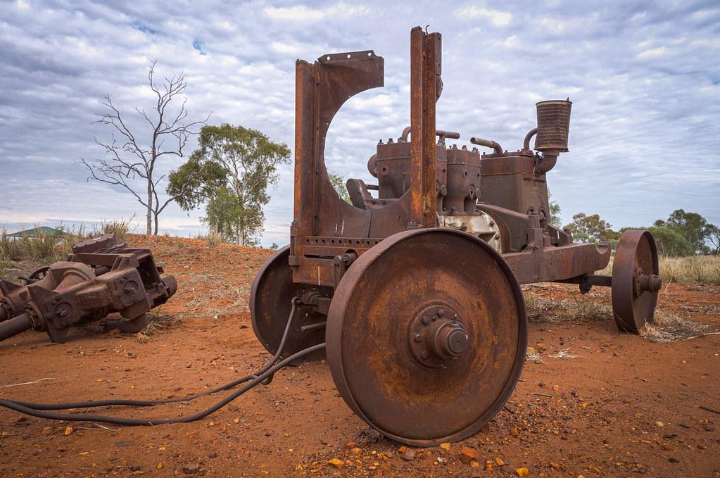 Abandoned rusty cars in the Northern Territory near Karlu Karlu