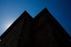 Contre-jour sur un toit du château de Gisors