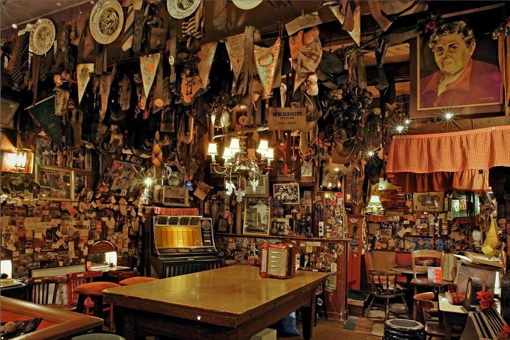 Café brun T'Mandje à Amsterdam dans le quartier rouge.