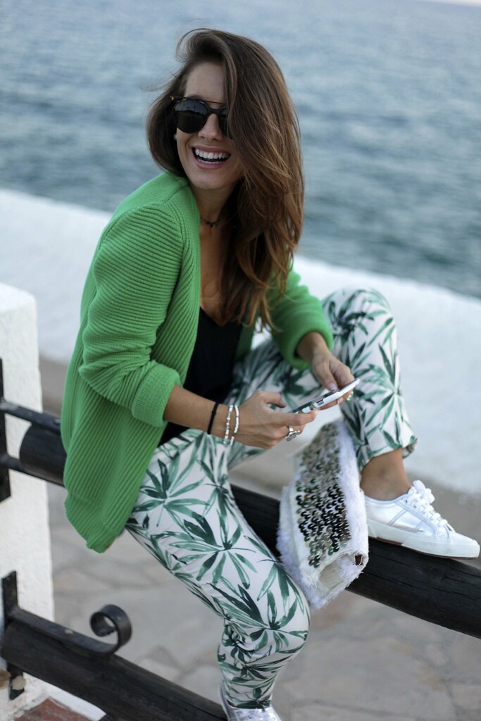 02_palms_tree_pants_mysundaymorning_blogger_theguestgirl
