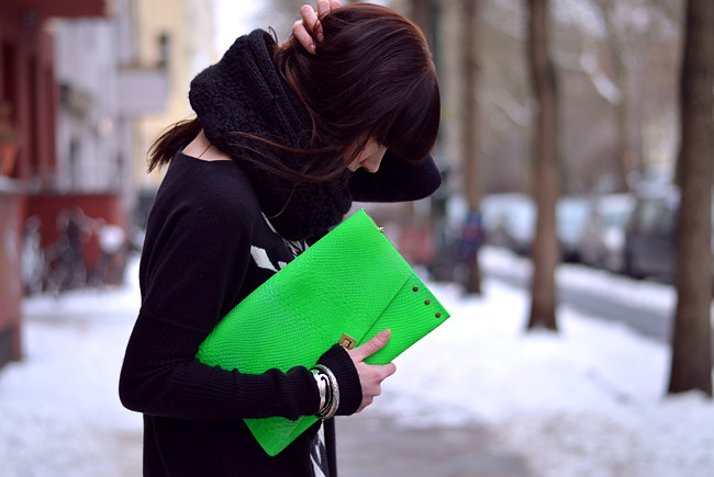 Blogger outfit: ohhandy green clutch AX Paris jumper 6