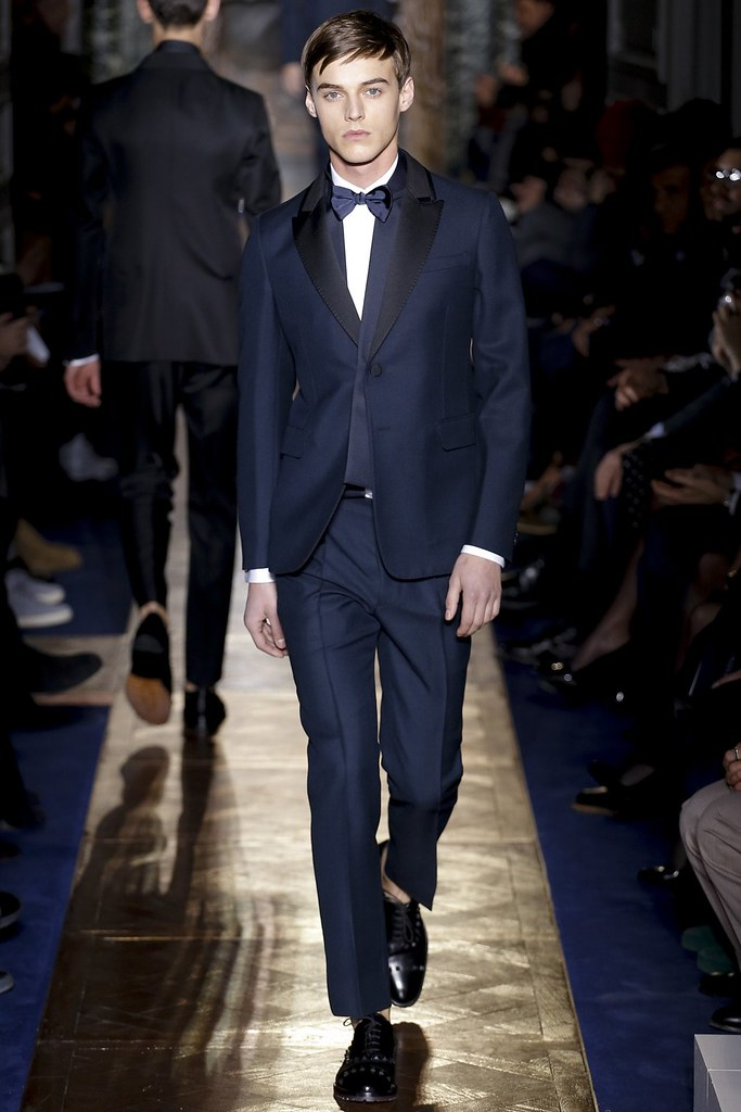Robbie Wadge3636_FW13 Paris Valentino(VOGUE)