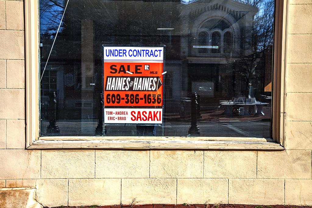 Shuttered-store--Burlington-2